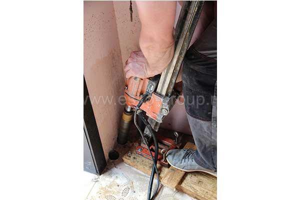 Бурение отверстий в фундаменте для прокладки трубопровода