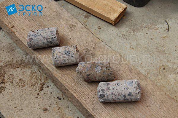 Керны. Извлеченные элементы бетонной плиты